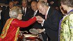 """El rey reconoce el compromiso de Elena Poniatowska por """"dar voz a los desfavorecidos"""""""
