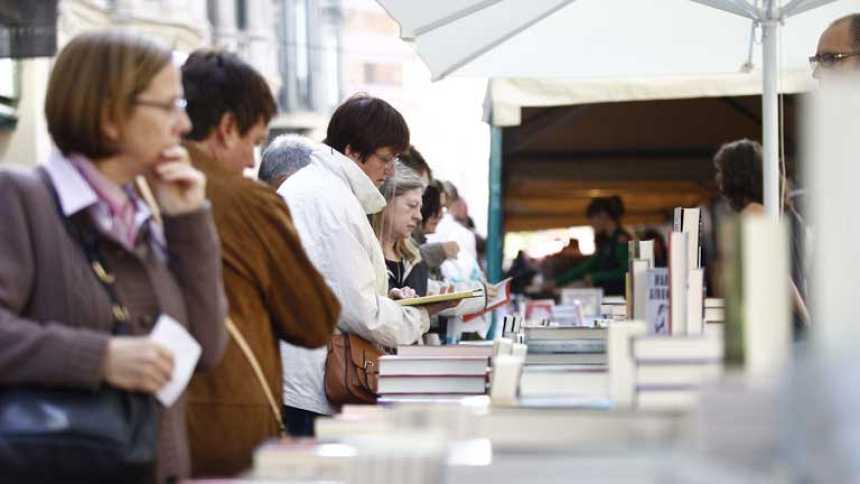 Día del libro con rosas y literatura como protagonistas
