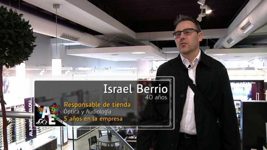 Israel Berrio (40 años) Responsable de tienda