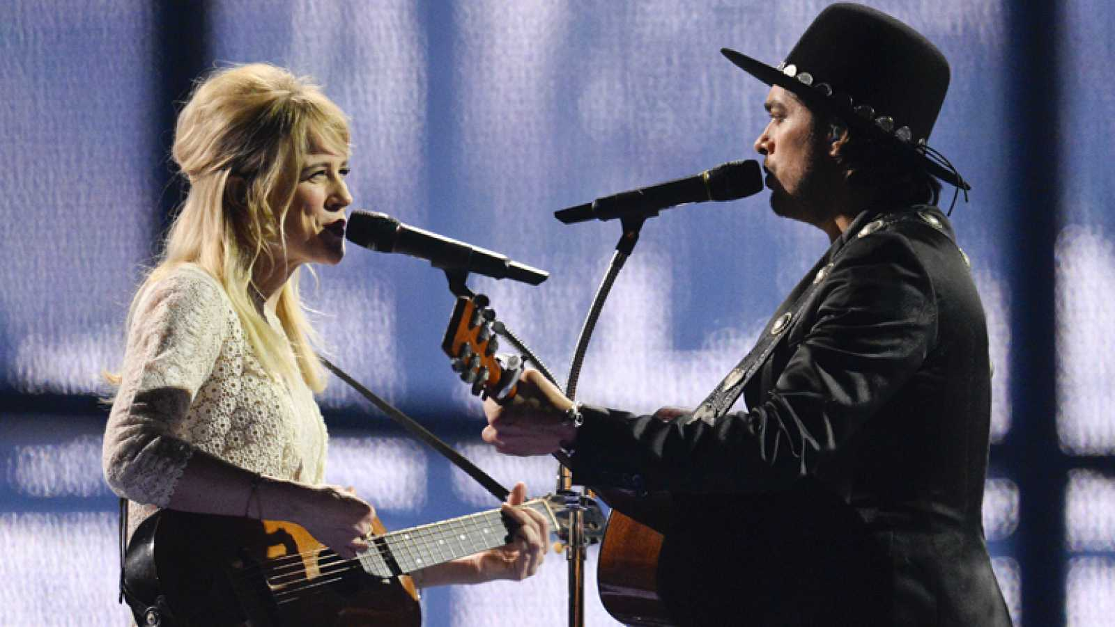 "The Common Linnets canta ""Calm after the storm"" en representación de los Países Bajos"