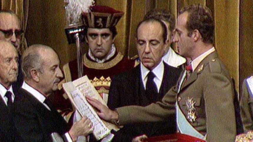 Don Juan Carlos abdica en su hijo después de casi cuarenta años de reinado
