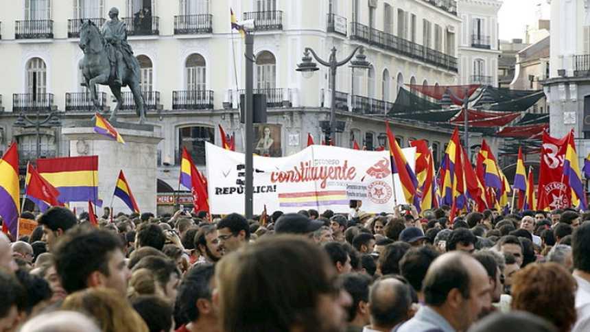 Miles de personas se manifiestan en las principales ciudades para pedir un referéndum entre monarquía y república