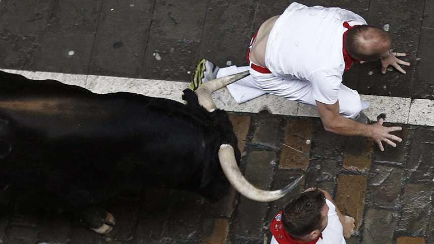 Muy peligroso tercer encierro de sanfermines 2014 con toros de Victoriano del Río