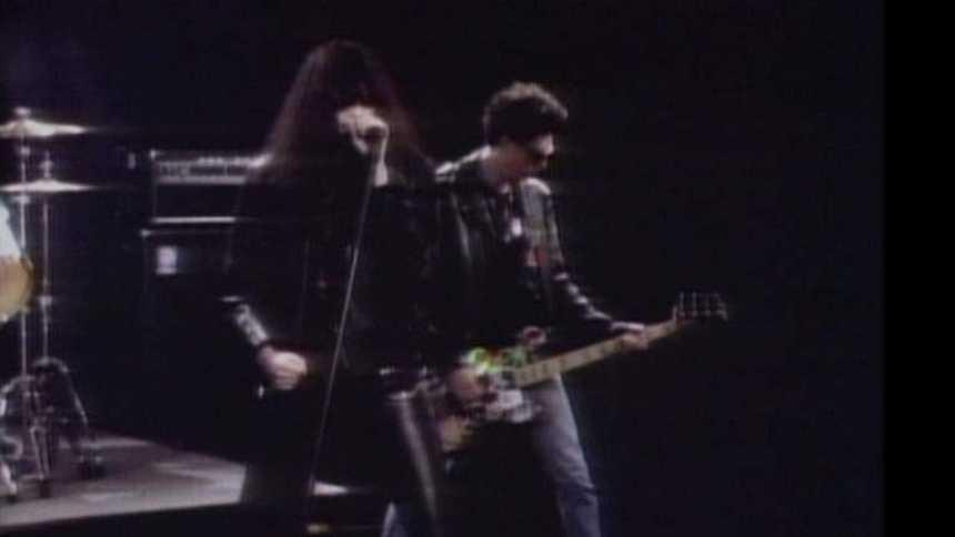 """Videoclip de la canción """"Merry Christmas"""", de los Ramones (Plastic)"""