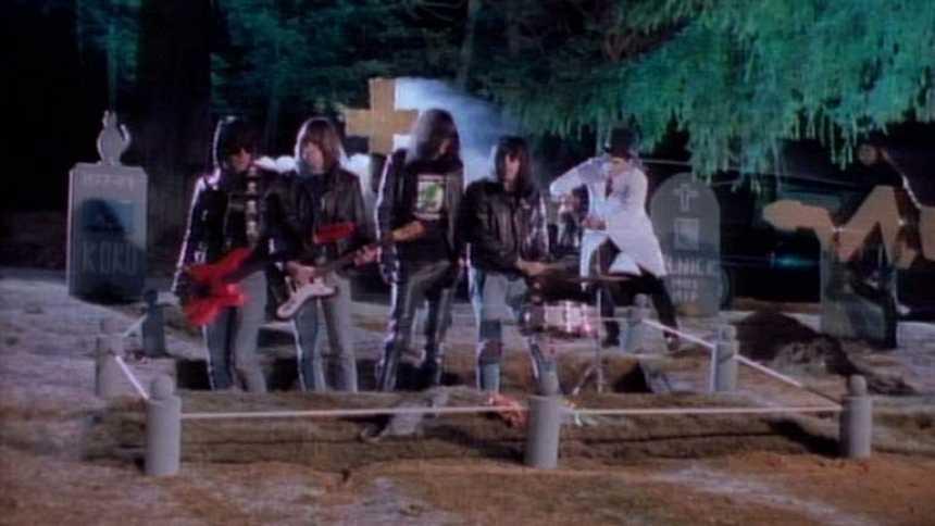 """Videoclip de """"Pet Sematary"""", de los Ramones (Plastic)"""