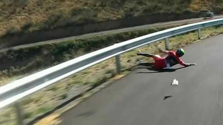 El líder Nairo Quintana se cae en la bajada del Moncayo