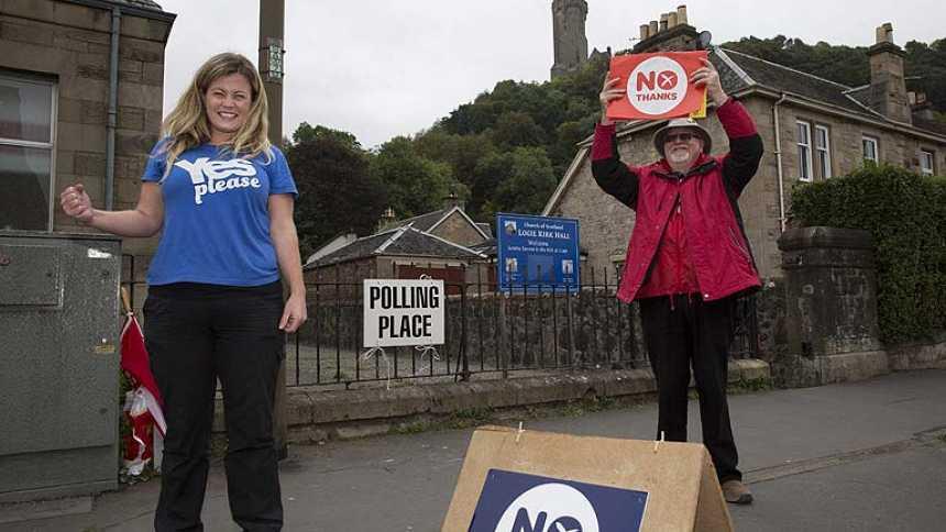 Alta participación y buen ambiente en el histórico referéndum de independencia en Escocia