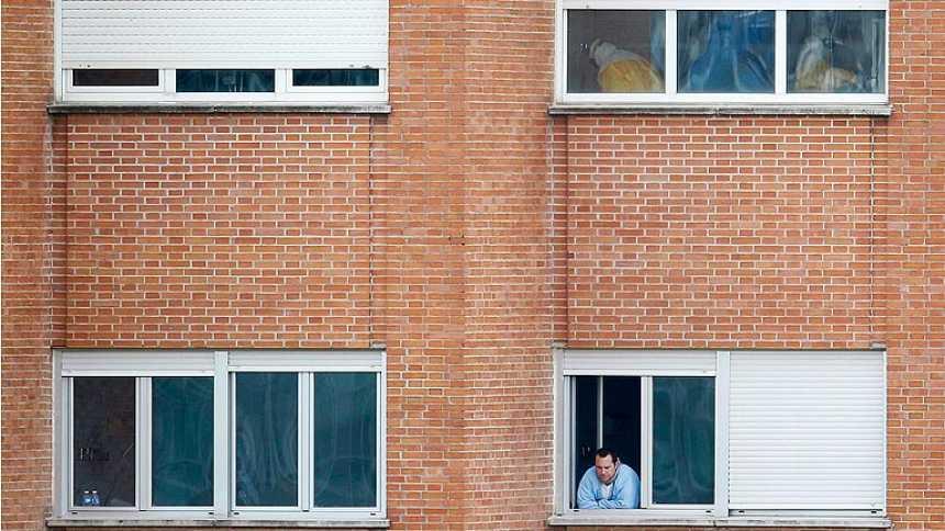 """La auxiliar contagiada de ébola sigue """"estable"""" dentro de la gravedad"""