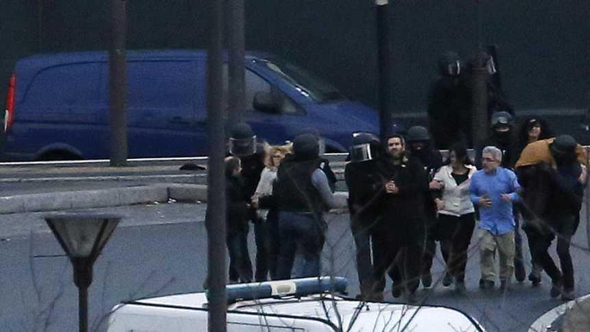 El asalto en una tienda judía de París deja al menos cinco muertos, entre ellos el secuestrador