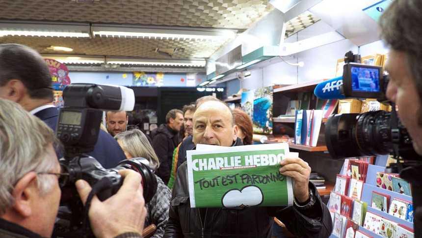 La revista 'Charlie Hebdo' se agota a los pocos minutos de llegar a los quioscos