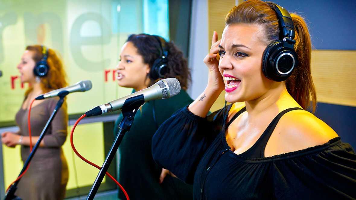 """Las mañanas de RNE - Las divas de 'Priscilla' cantan """"It's raining men"""" - Ver ahora"""
