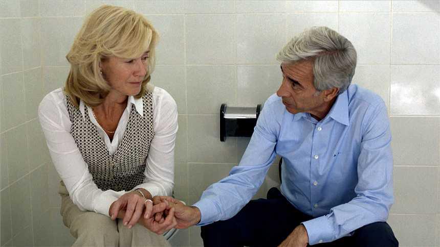 Cuéntame - Merche y Antonio se declaran su amor... ¡en el baño!