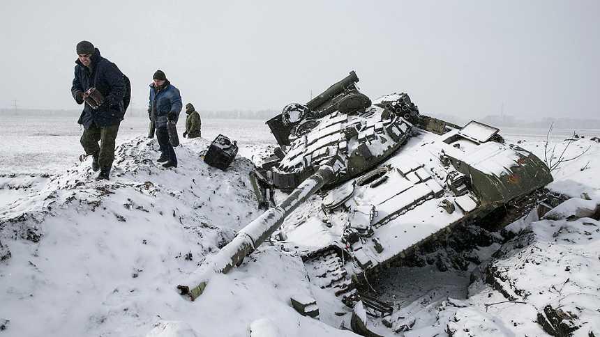 El Ejército ucraniano y los prorrusos se saltan la tregua y combaten por el control de Debáltsevo