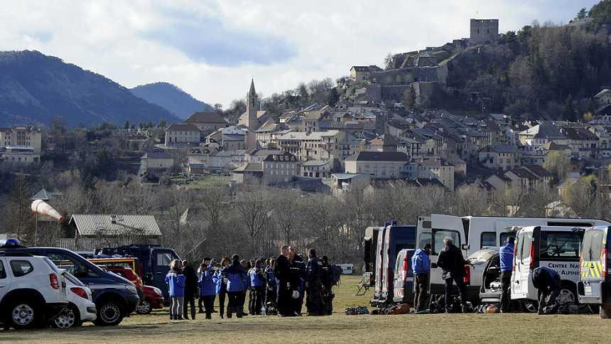Continúan las labores de rescate del avión de Germanwings una semana después de la tragedia