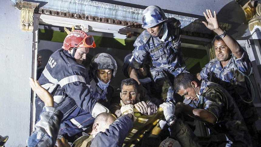 Katmandú sigue sumida en el caos tras el terremoto