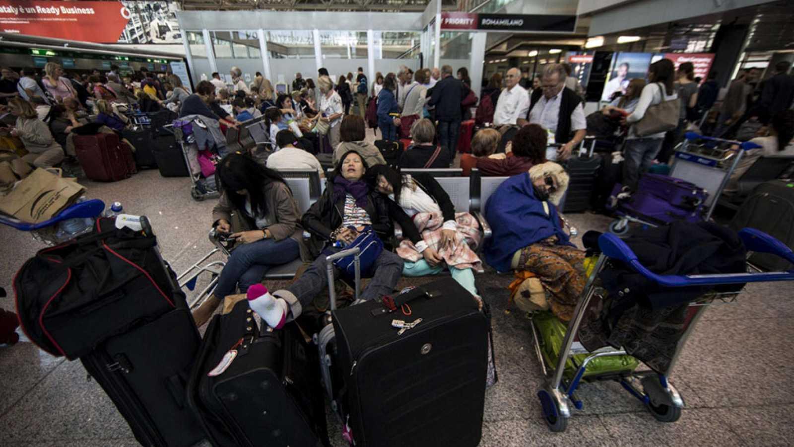 El aeropuerto de Roma reanuda los vuelos después de permanecer ...