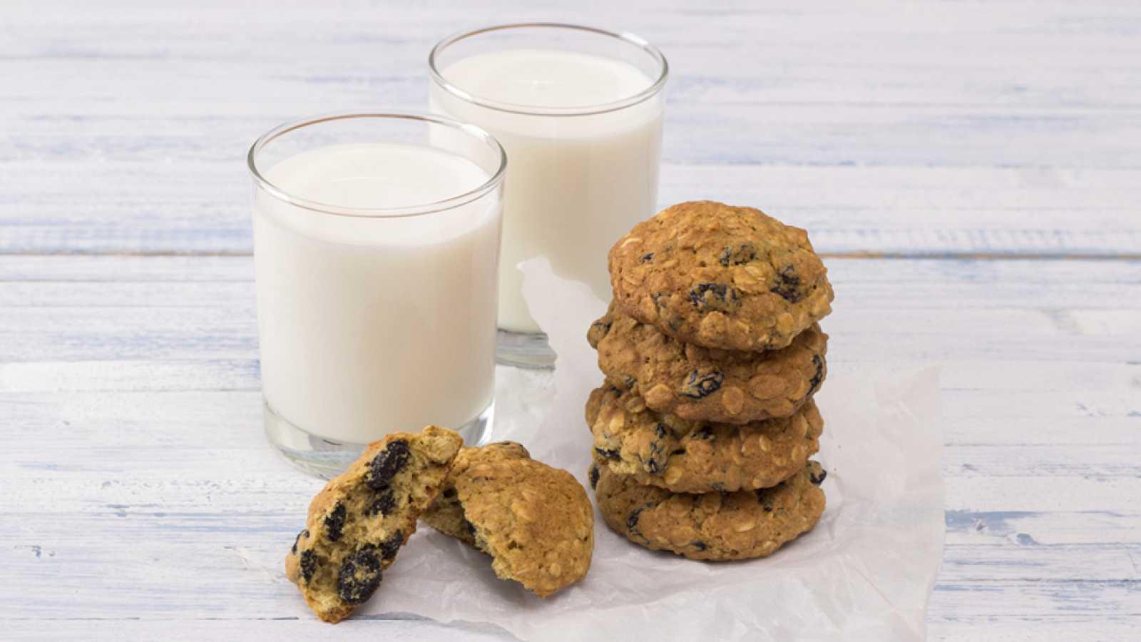 Resultado de imagen de leche con galletas