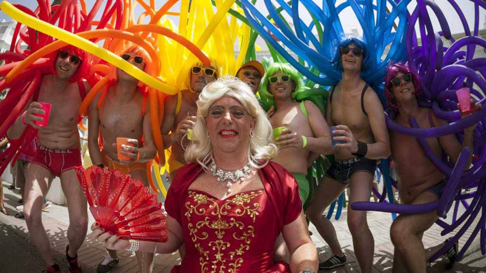 fiesta gay solo tetonas