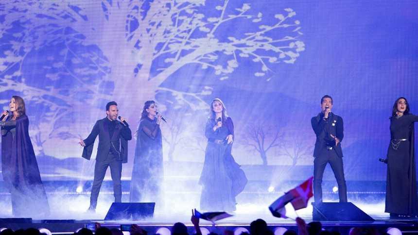 """Eurovisión 2015 - Semifinal 1 - Armenia: Genealogy canta """"Face the shadow"""""""