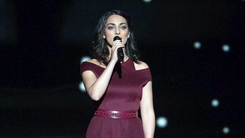 "Eurovisión 2015 - Semifinal 1 - Hungría: Boggie canta ""Wars for nothing"""