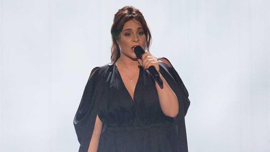 "Eurovisión 2015 - Semifinal 1 - Países Bajos: Trijntje Oosterhuis canta ""Walk along"""