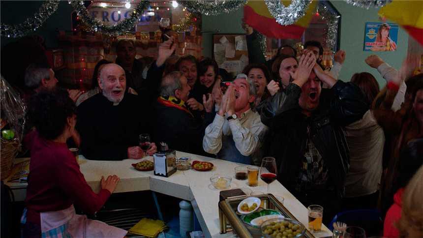 Cuéntame cómo pasó - San Genaro celebra el España - Malta