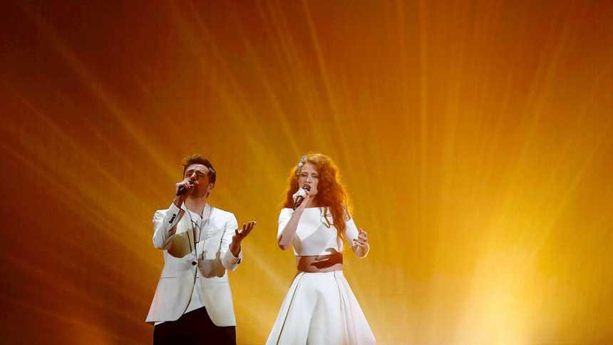 Eurovisión 2015 - Semifinal 2- Noruega: Mørland & Debrah Scarlett cantan 'A Monster Like Me'