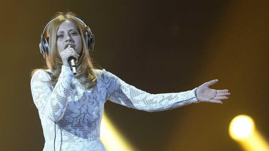 Eurovisión 2015 - Semifinal 2 - Eslovenia: Maraaya canta `Here For You'