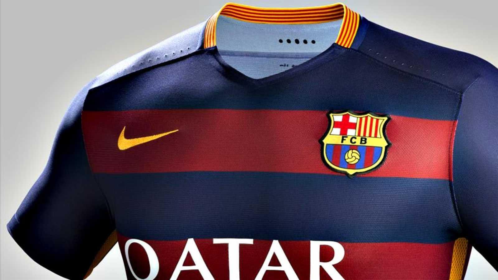 Para todos los públicos La nueva camiseta del Barça para la proxima  temporada se ha puesto hoy a la venta reproducir video 046c363d572
