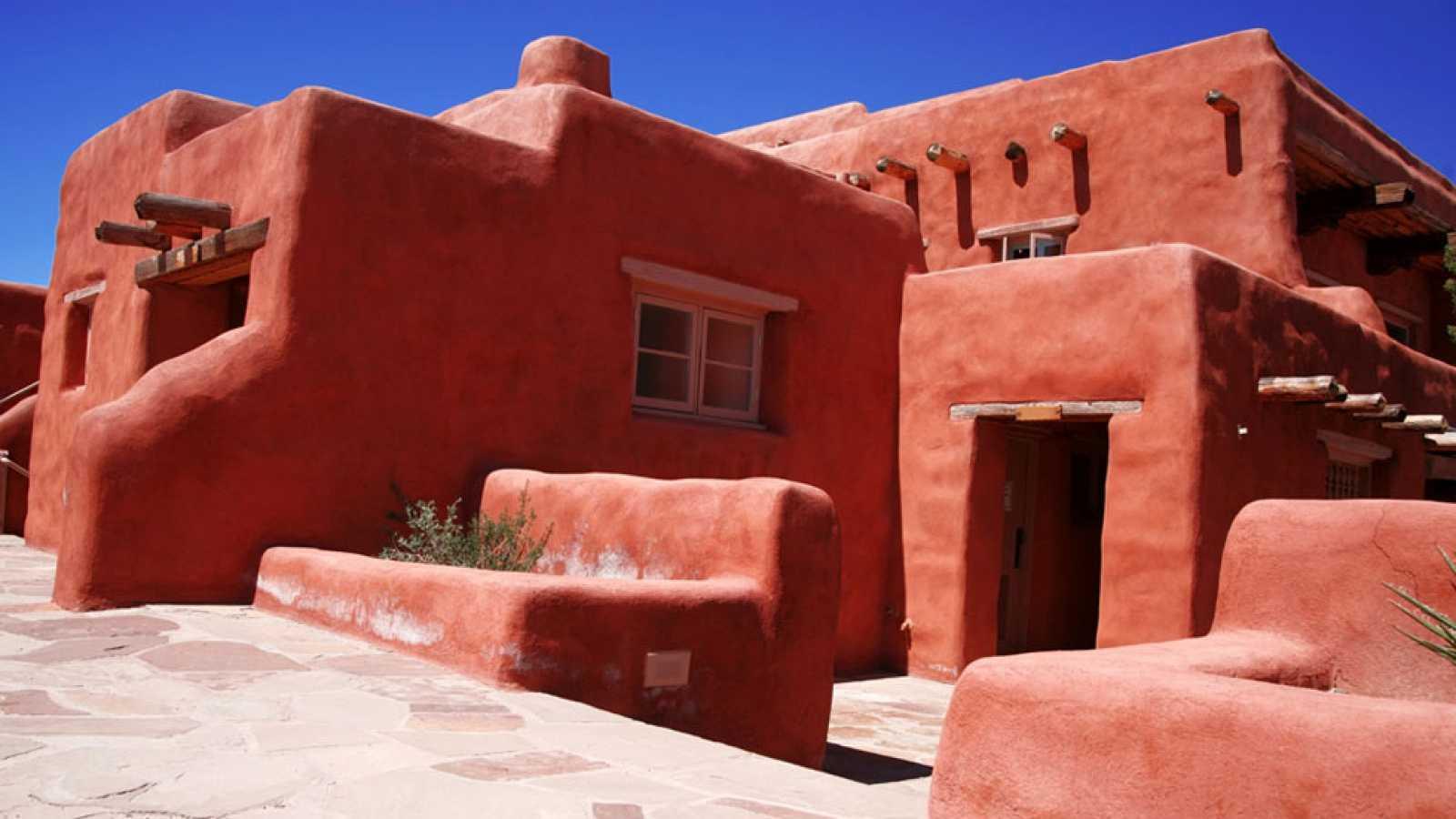 Las casas de adobe empiezan a construirse en espa a para for Casas modernas en madrid