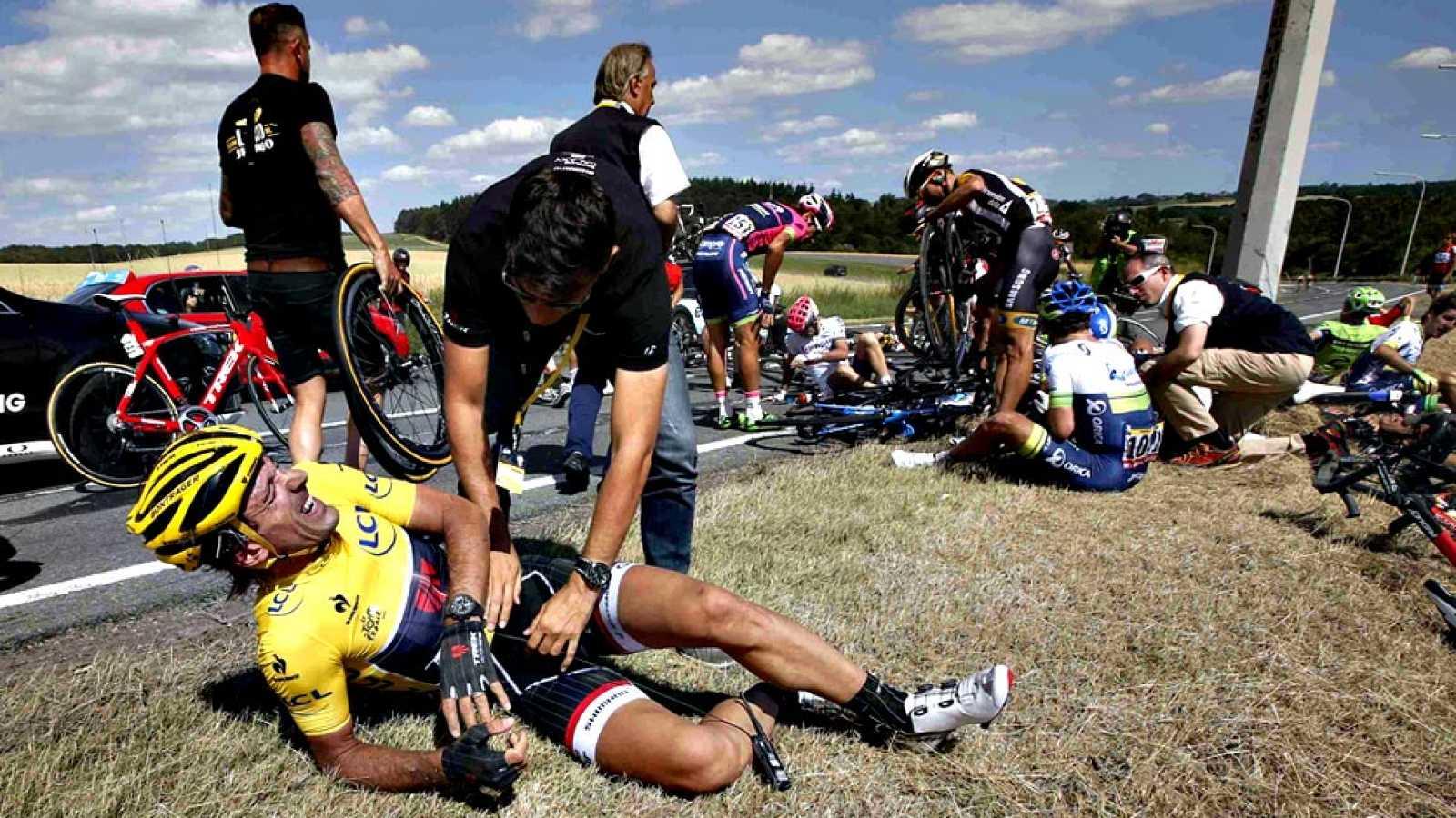 Una impactante caída en el pelotón obliga a neutralizar la etapa 3 del Tour