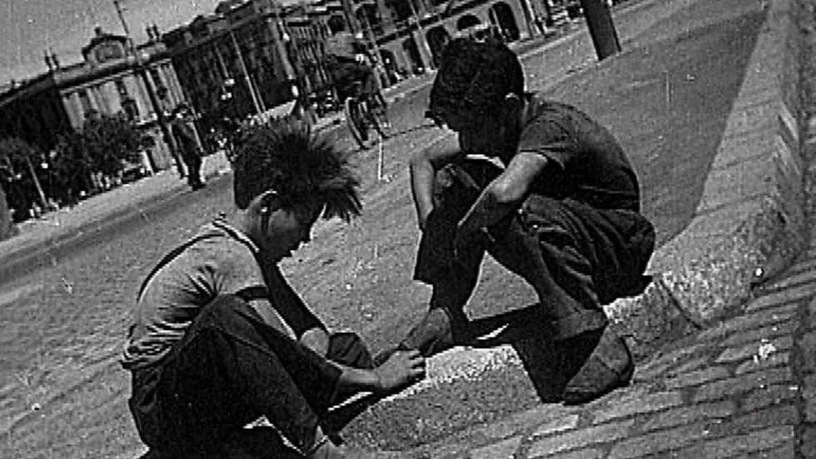 b5975f58c1 Para todos los públicos Los años del NO-DO - (1945) Tiempos de hambre - Ver  ahora reproducir video