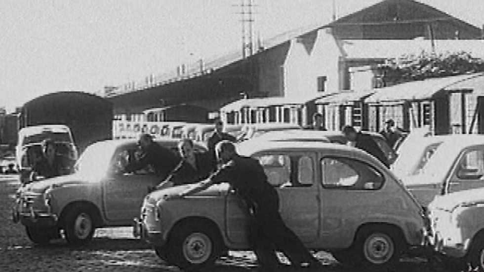 95434a28ce77 Los años del NO-DO - (1957) ¡Tenemos coche!