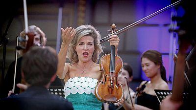 aef1bf461 Para todos los públicos Anne Sophie Mutter, una de la mejores violinistas  del mundo, saca nuevo disco reproducir video