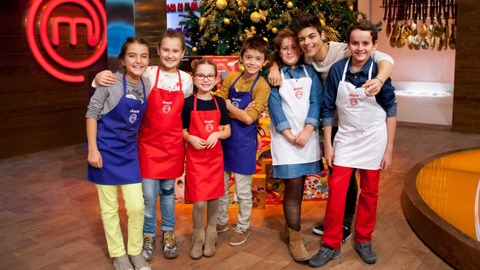 Para Todos Los Publicos Masterchef Junior  Abraham Mateo Enciende Las Cocinas Reproducir Video