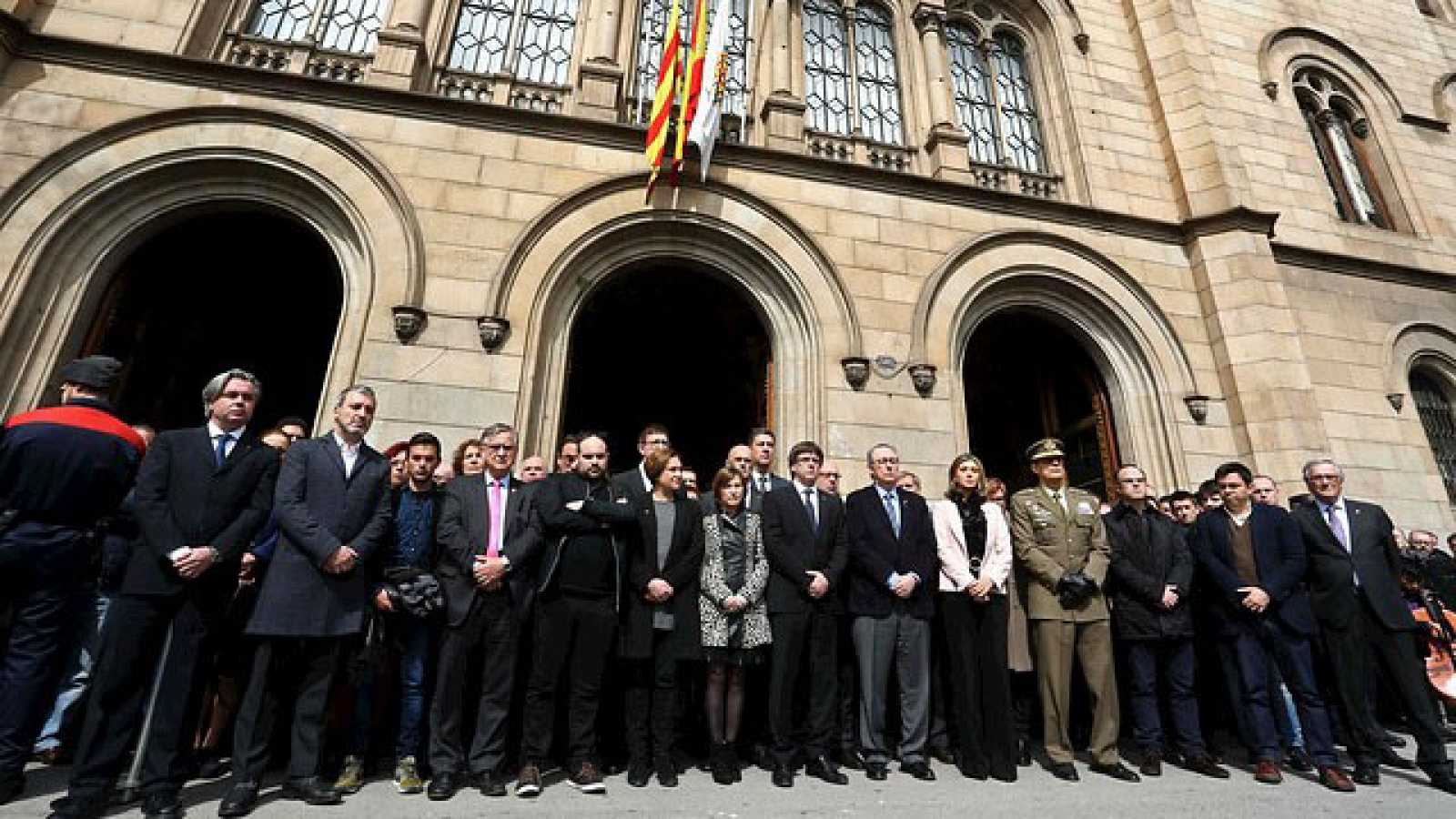 Concentraci n y homenaje en la universidad de barcelona a for Universidad de moda barcelona