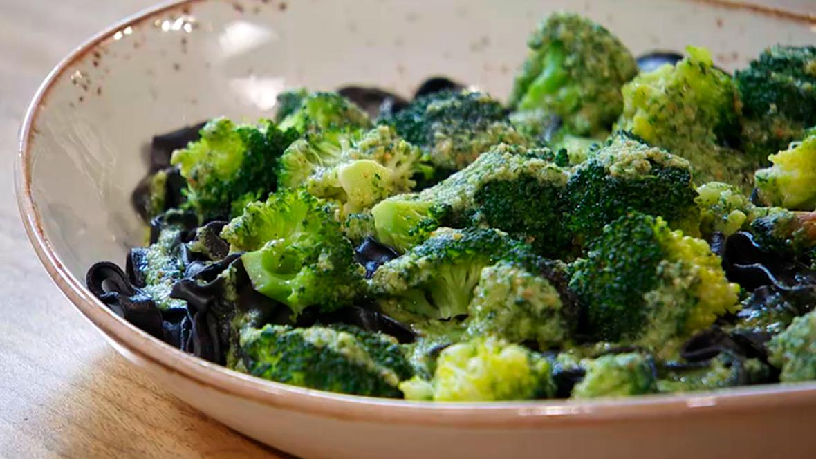 Recetas De Cocina Con Brocoli | De Pasta Con Tinta De Calamar Y Brocoli