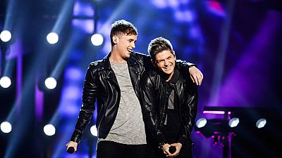 Eurovisión 2016 - Reino Unido: Joe y Jake cantan 'You are not alone'