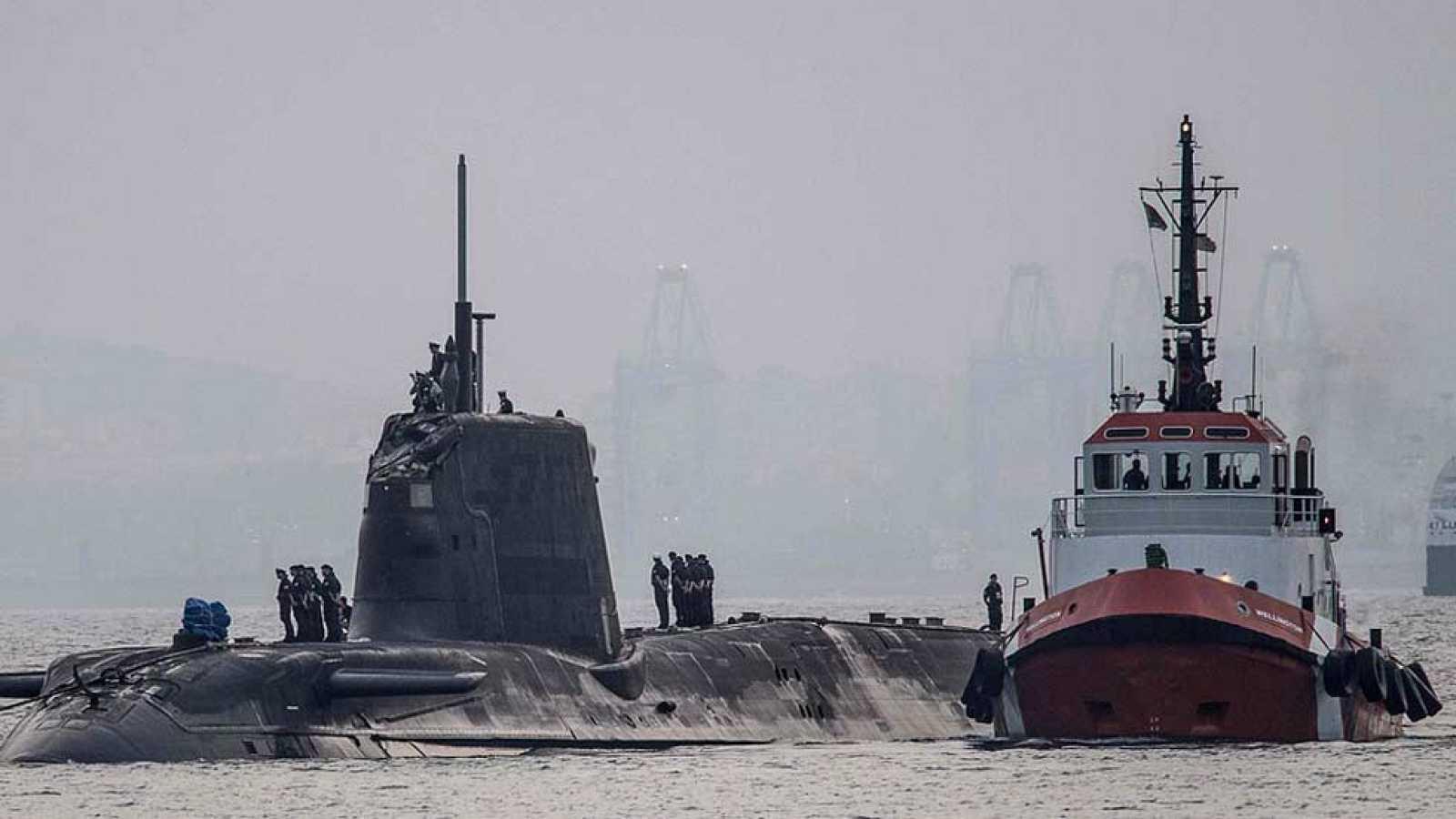 Un submarino nuclear británico choca con un buque mercante cerca de ...