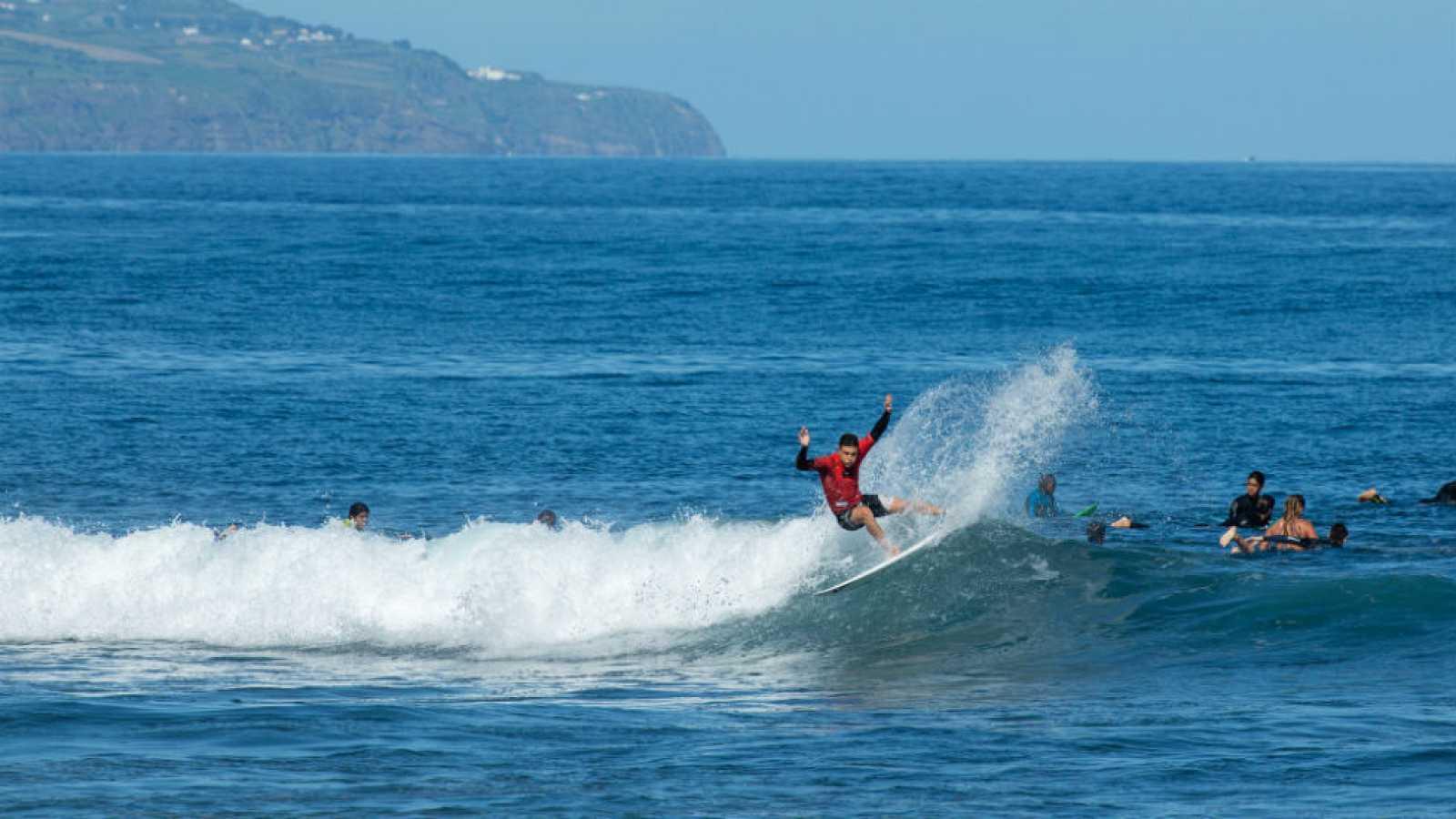 Circuito Mundial De Surf : Surf la roja junior al mundial de surf de islas azores rtve.es