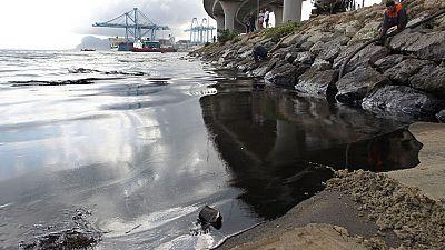 En la bahía de Algeciras, esta noche, ha habido un vertido de crudo de casi 2.000 litros