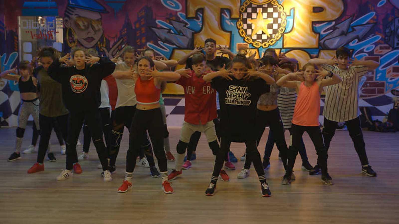 Para todos los públicos El Baile de los Ángeles - Capítulo 1 reproducir  video 70753b3fe76