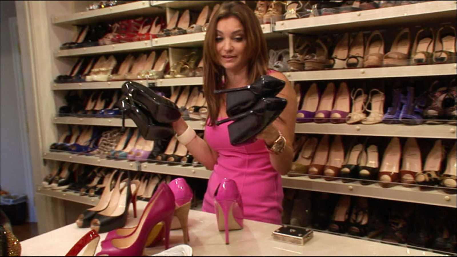 eadbc1318 La noche temática - Minifalda, zapatos y mujer - Avance