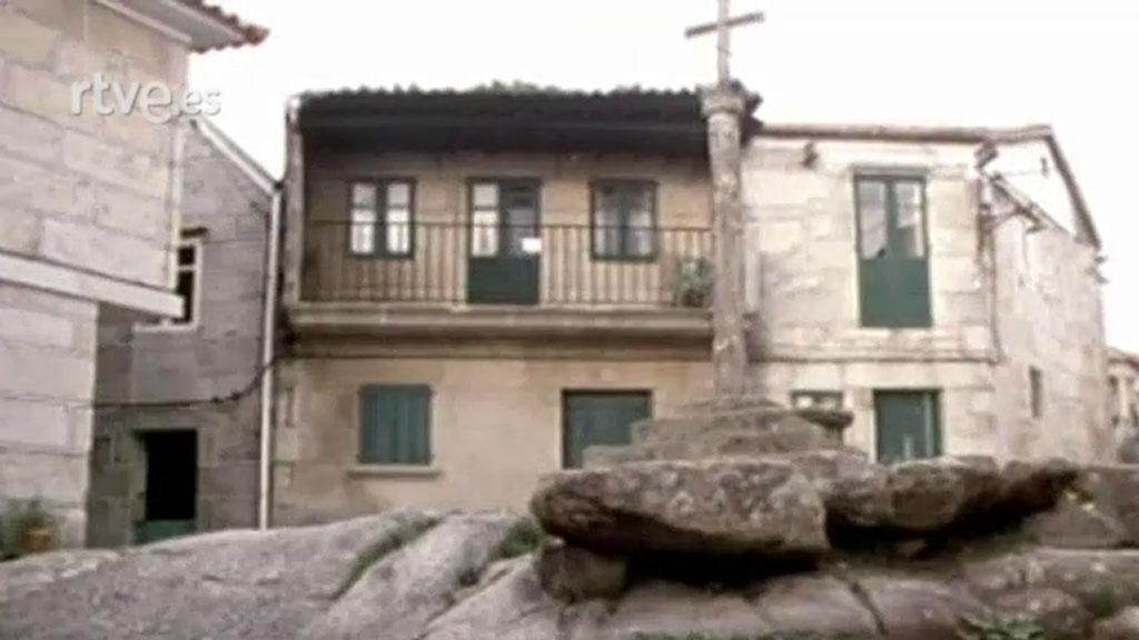 Casas madera galicia excellent casa do castelo de andrade for Casas con piscina en galicia