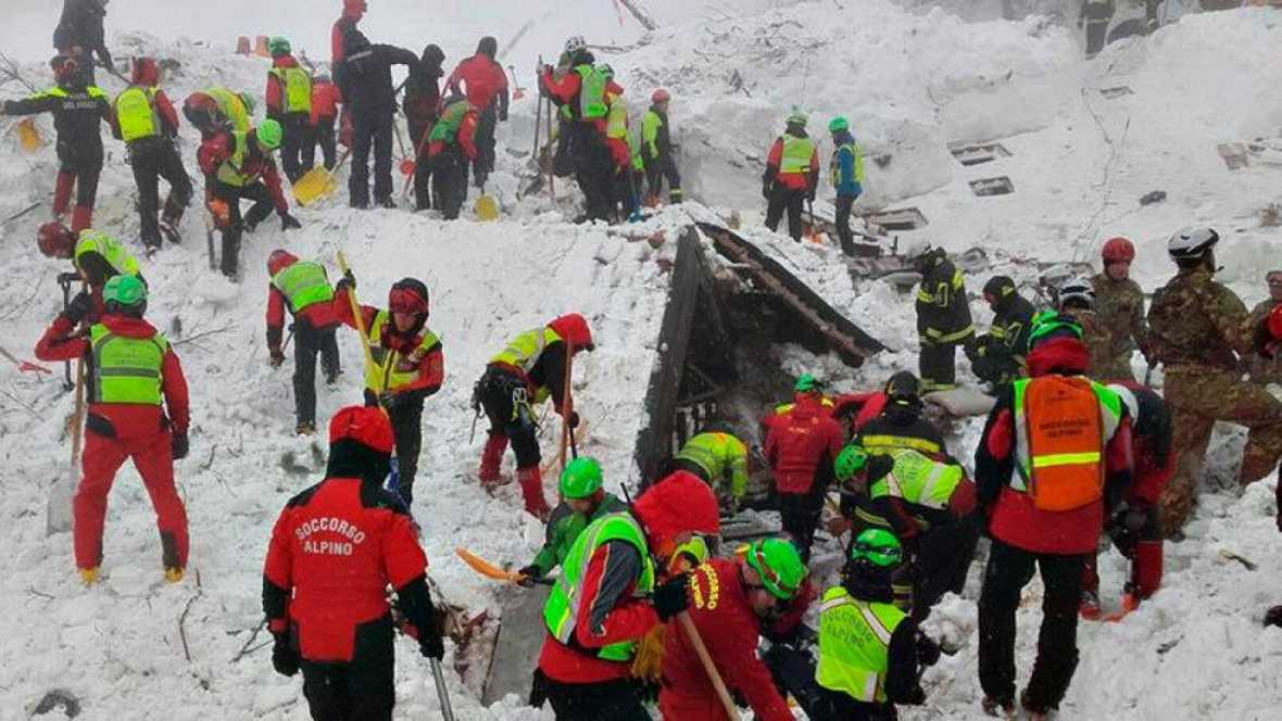 Asciende a 24 la cifra de muertos en el alud de Italia mientras se agota la esperanza de hallar más supervivientes