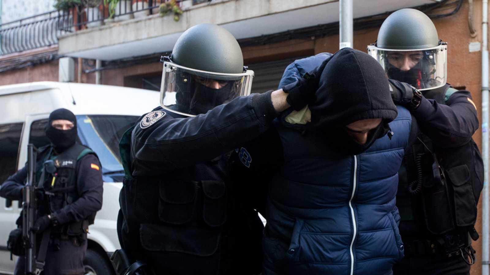 Dos Detenidos En Badalona Por Captación Financiación Y