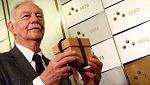Eduardo Mendoza, Premio Cervantes 2016, deposita su legado en la Caja de las Letras