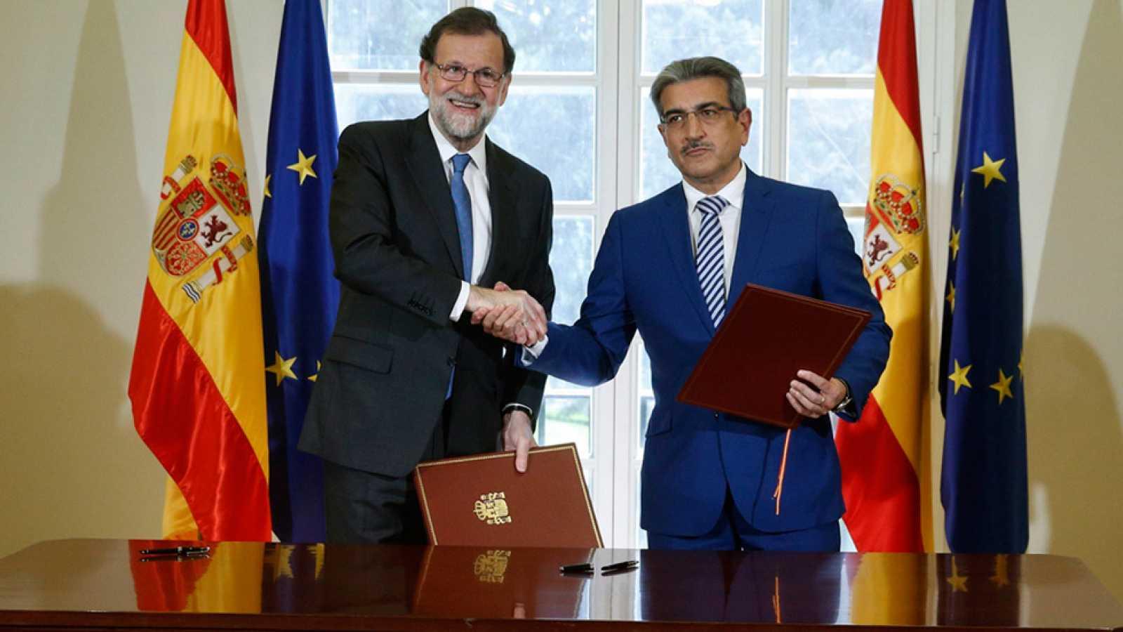 Resultado de imagen de Rajoy firma el apoyo de Nueva Canarias a los Presupuestos