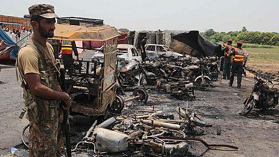 El incendio de un camión cisterna cargado de gasolina en Pakistán provoca 140 muertos y más de 100 heridos