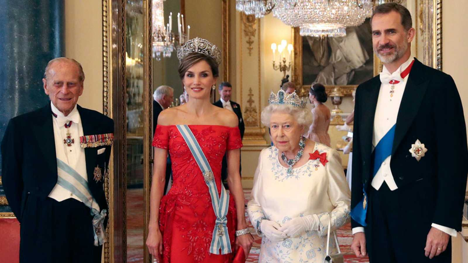 Matrimonio In Spanish : La familia real británica al completo agasaja a felipe y